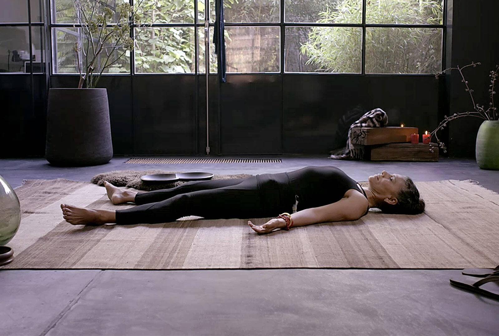 Шавасана (поза трупа в йоге): техника выполнения для глубокого расслабления - свами даши