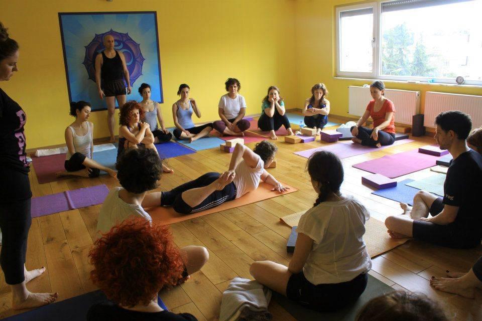 Йога айенгара: в чем секрет ее популярности
