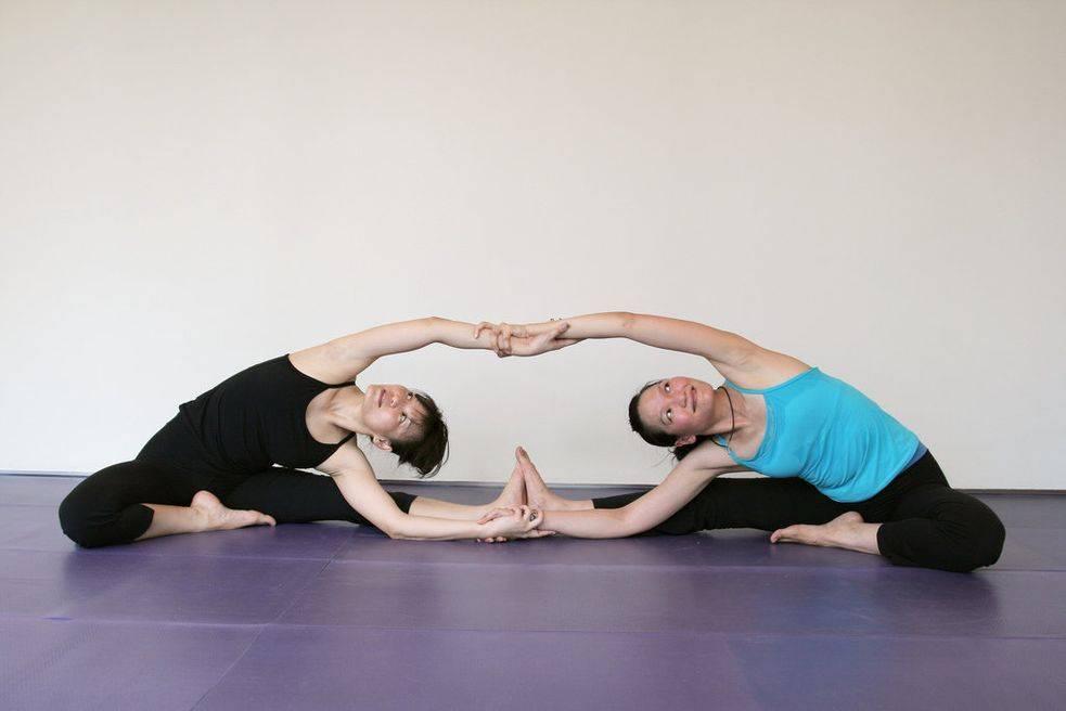 Йога для двоих: легкие и сложные позы для начинающих