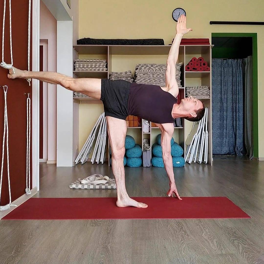 Йога стоя: уроки для начинающих и рекомендации по приобретению гибкости (75 фото)