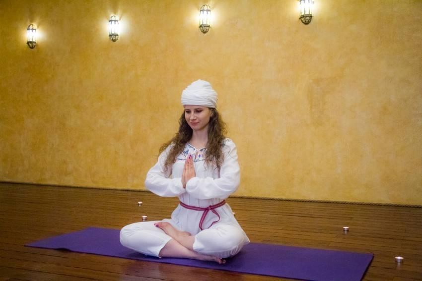 Что такое кундалини йога — 5 уроков для начинающих в домашних условиях