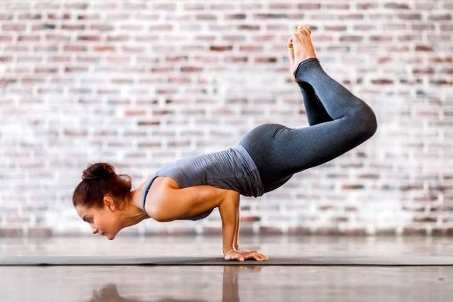 Маюрасана – поза павлина в йоге для начинающих