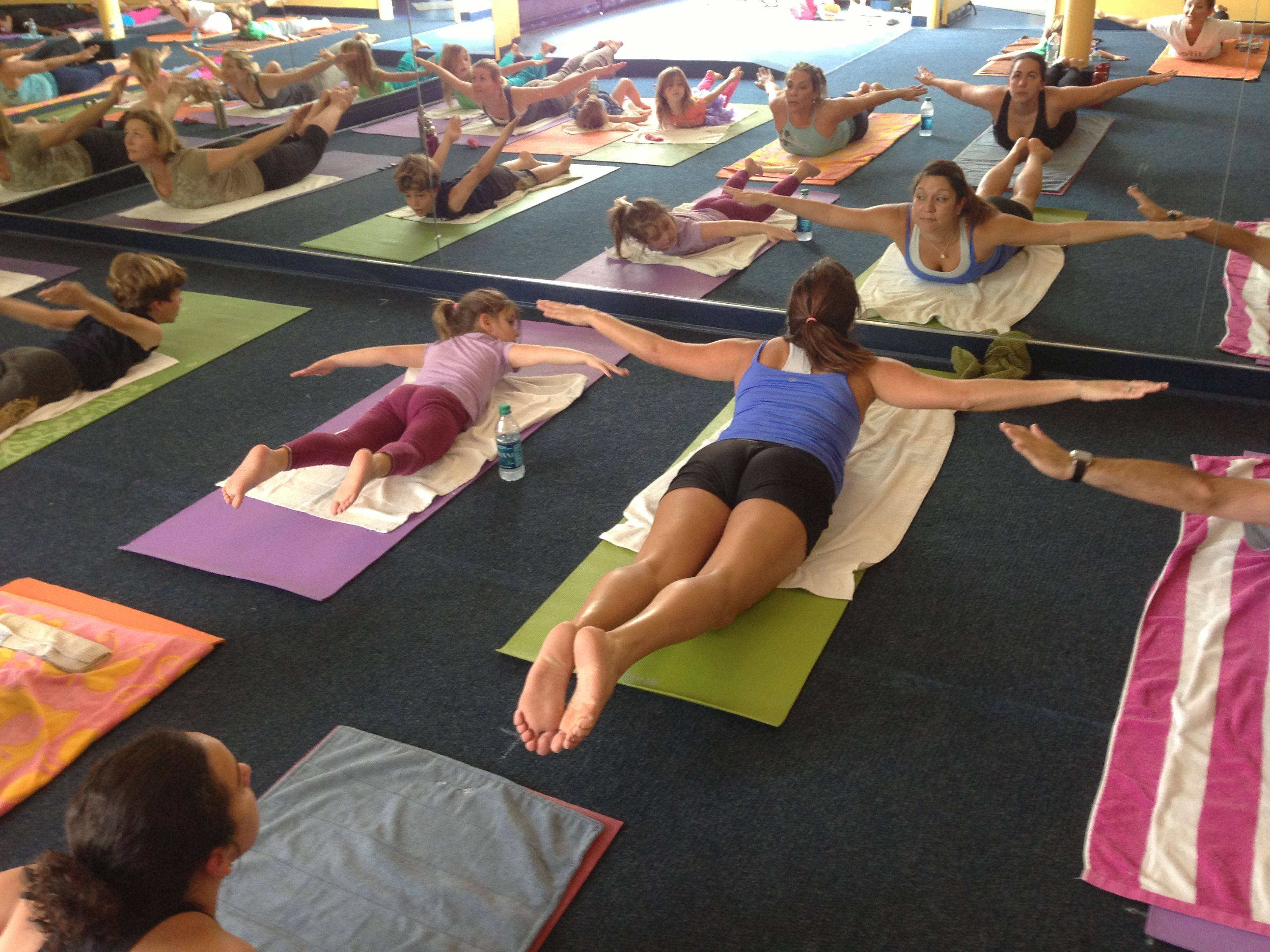 Бикрам-йога: в чем отличие от других видов йоги?