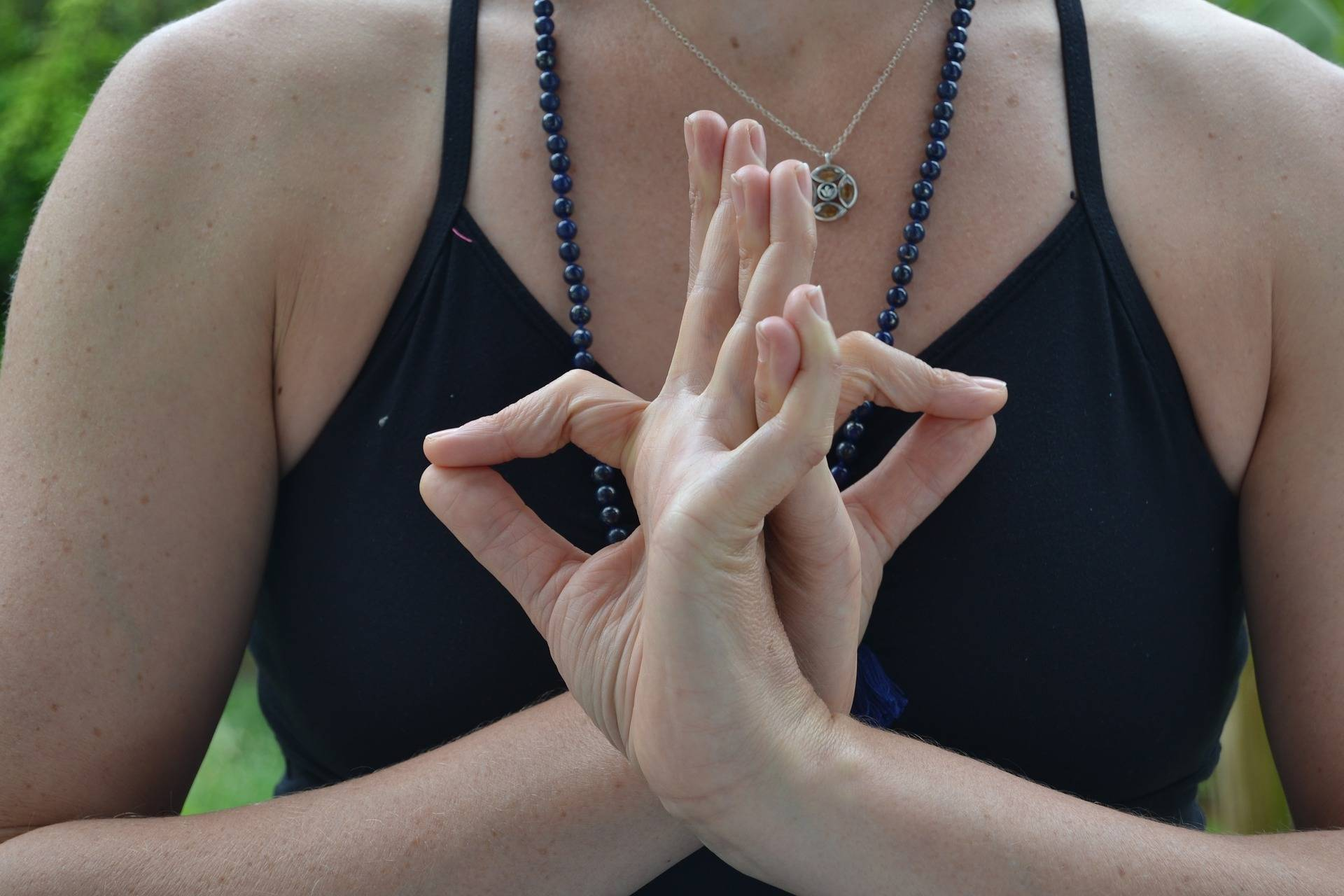 Повышает жизнеспособность и улучшает зрение: волшебная Прана-мудра на каждый день