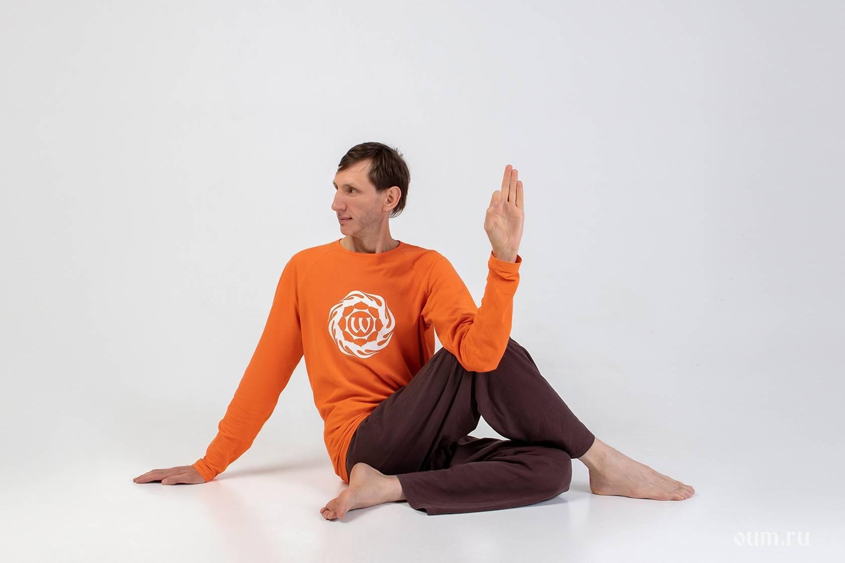 Ардха баддха падмоттанасана или поза наклона в полулотосе стоя в йоге: техника выполнения, польза, противопоказания