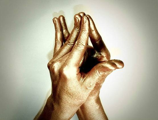 Исцеляющая сила рук: мудры, которые защищают от большинства болезней :: инфониак