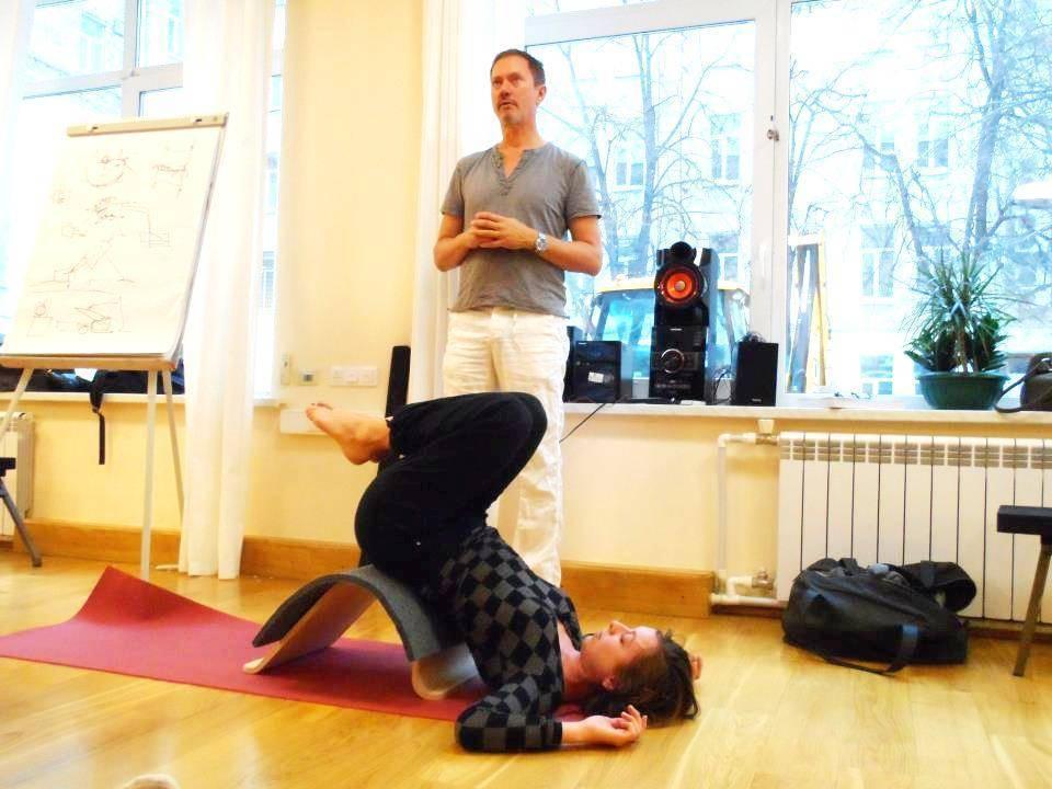 Чем отличается йога критического выравнивания от других стилей