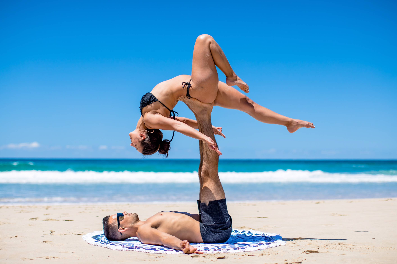 Позы йоги для двоих: описание 17 асан для двоих с фото начального уровня - yogictv