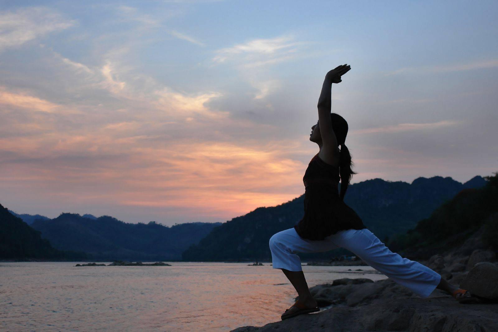 Упражнения для начинающих инь йоги: видео-уроки, что это за направление и его принципы