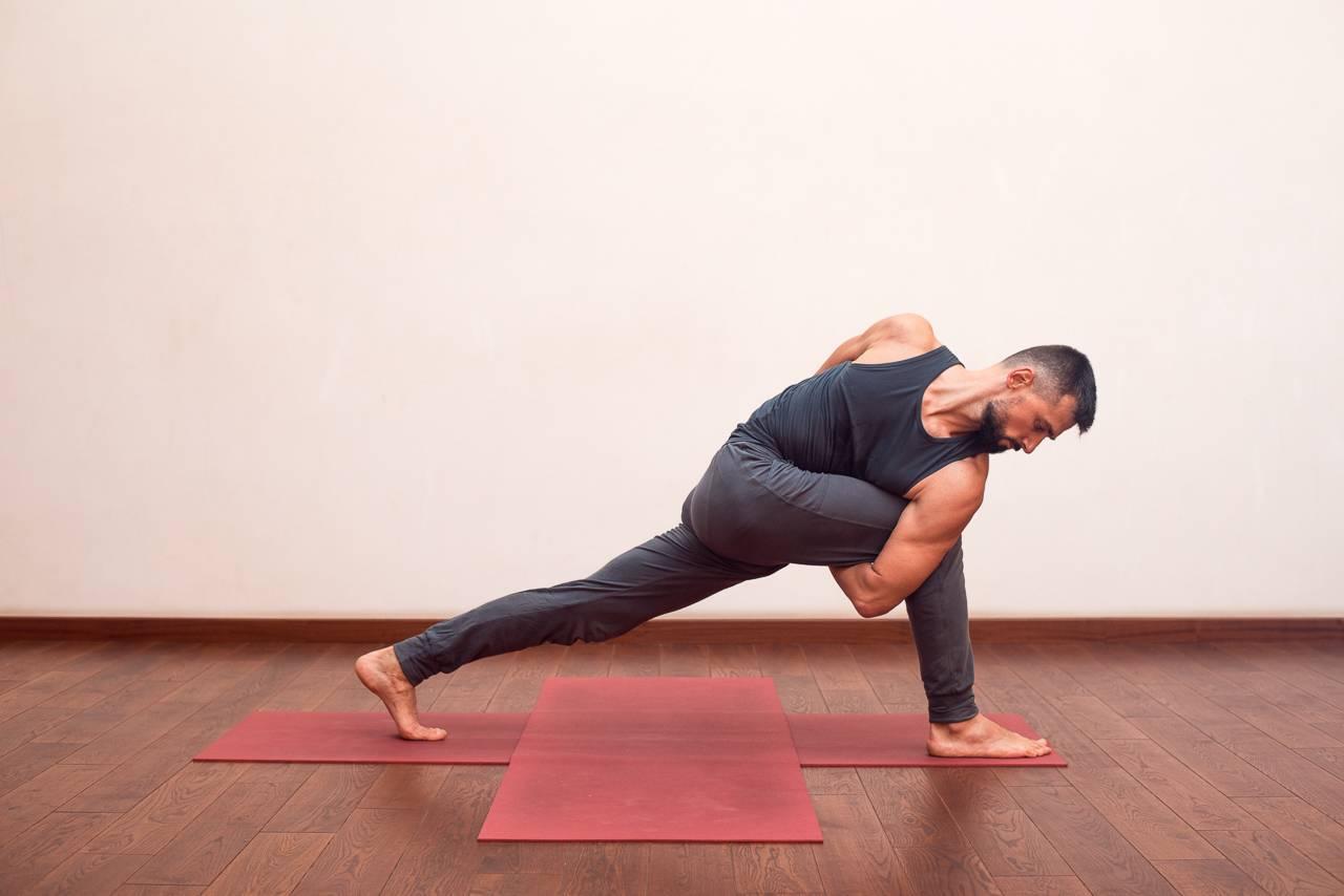 Йога для мужчин – польза от регулярных занятий и особые комплексные упражнения (70 фото)