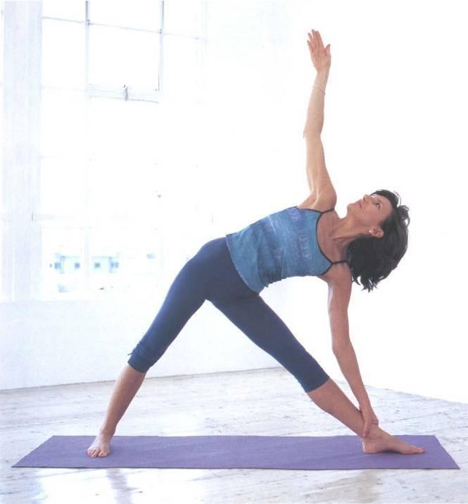 Секреты выполнения уттхита триконасаны, техника позы вытянутого треугольника в йоге, польза асаны