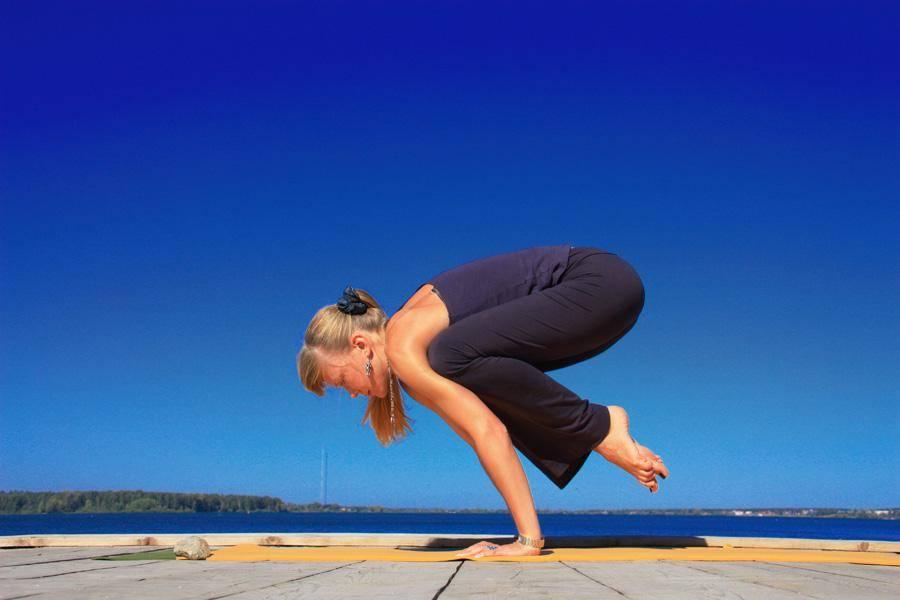 Йога при месячных: заниматься или нет?