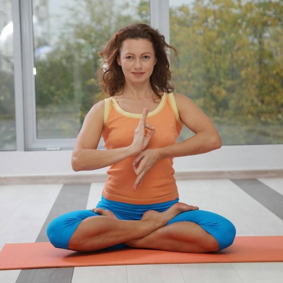 Как выбрать учителя йоги? 5 признаков, которые помогут вам определить гуру йоги