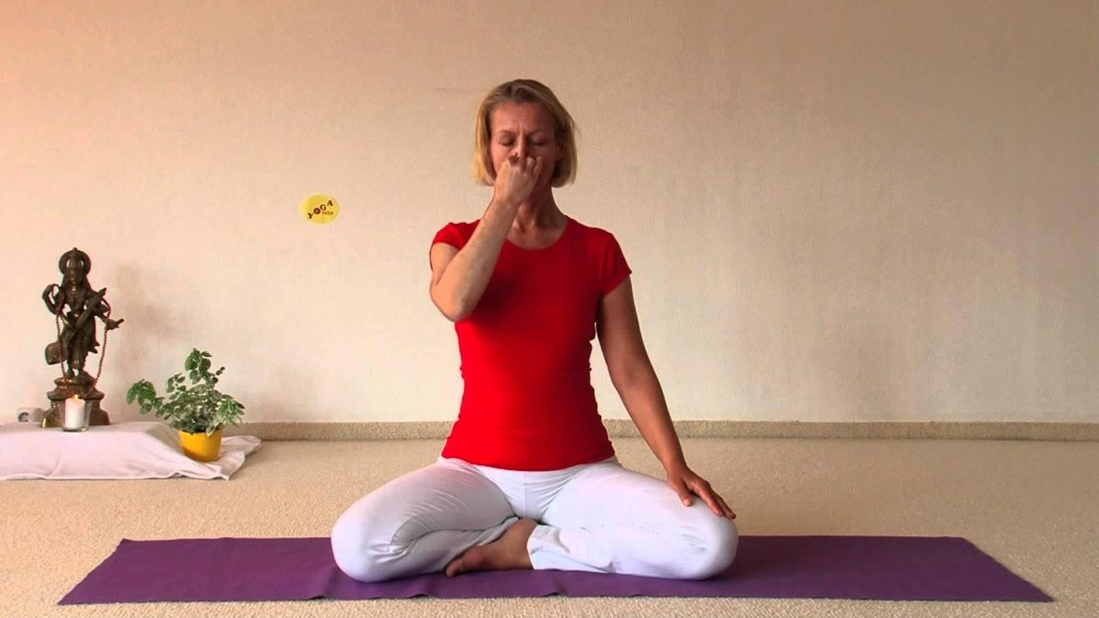 Бхастрика: техника выполнения упражнения «кузнечные меха»