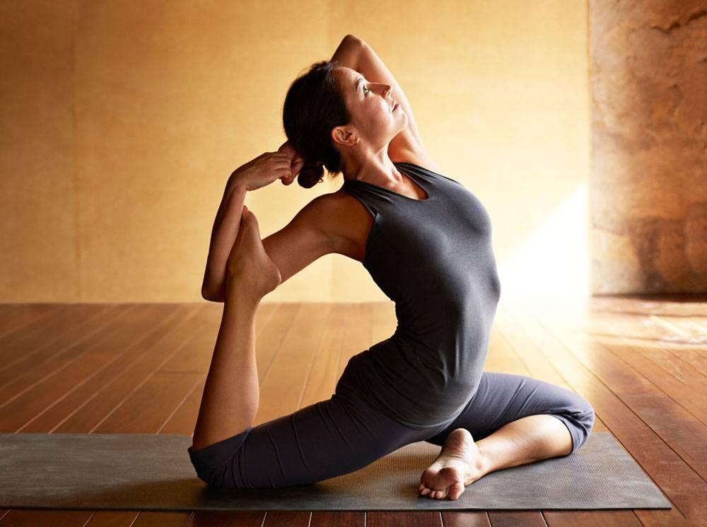 Силовая йога: особенности, польза, противопоказания и позы для начинающих и не только