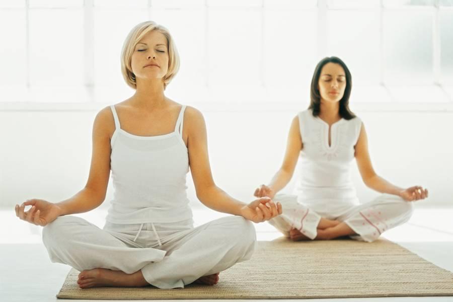Упражнения кундалини-йоги для начинающих | yogamaniya