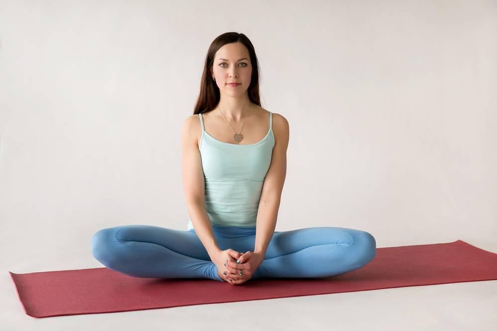 Как сесть в позу лотоса: правильная подготовка к падмасане и техника выполнения, а также упражнения для начинающих